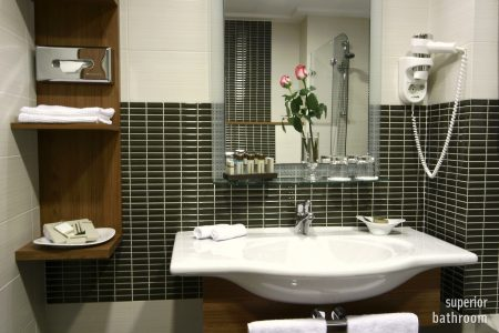17_Superior bathroom
